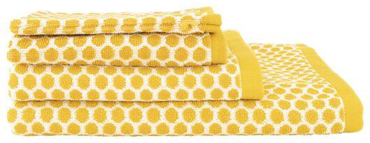 handdoek - 70 x 140 cm - zware kwaliteit - okergeel gestipt okergeel handdoek 70 x 140 - 5220027 - HEMA