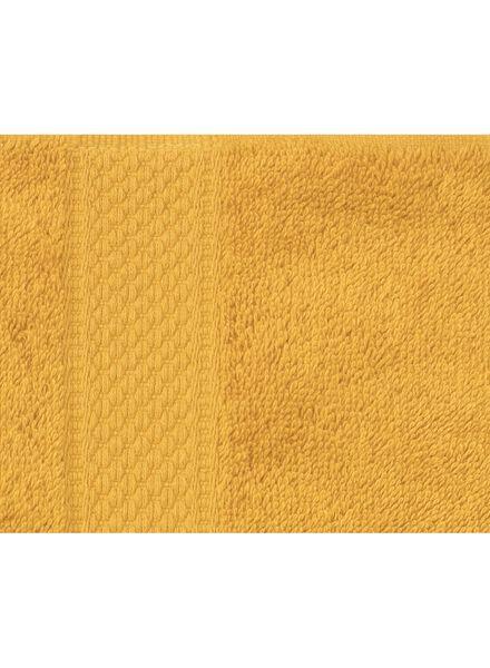 handdoek - 60 x 110 cm - zware kwaliteit - okergeel uni okergeel handdoek 60 x 110 - 5220030 - HEMA