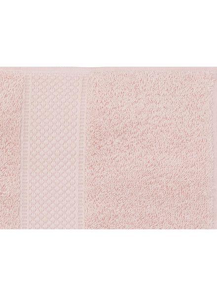 handdoek - 70 x 140 cm - zware kwaliteit - lichtroze uni - 5240014 - HEMA