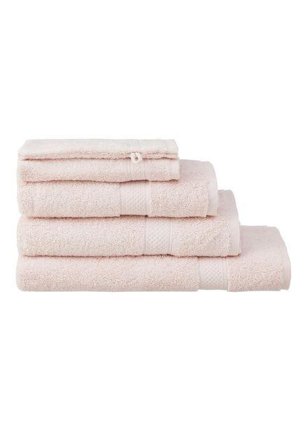 handdoek - 60 x 110 cm - zware kwaliteit - lichtroze uni lichtroze handdoek 70 x 140 - 5240013 - HEMA