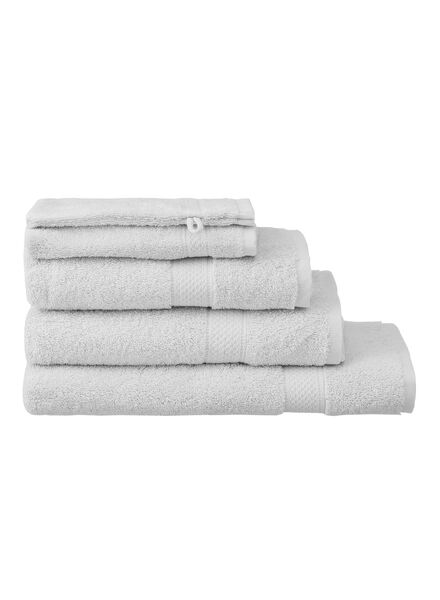 handdoek - 70 x 140 cm - zware kwaliteit - lichtgrijs uni - 5240205 - HEMA