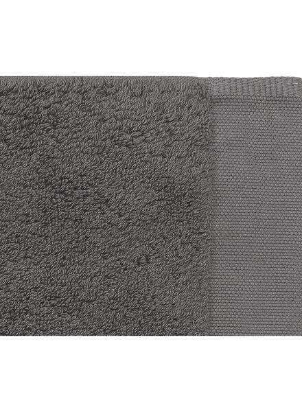 handdoek - 60 x 110 cm - hotel extra zacht - donkergrijs uni donkergrijs handdoek 60 x 110 - 5220032 - HEMA