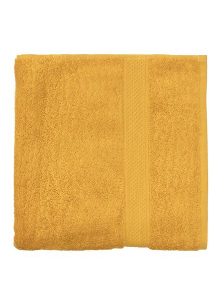 handdoek - 60 x 110 cm - zware kwaliteit - okergeel uni - 5220030 - HEMA