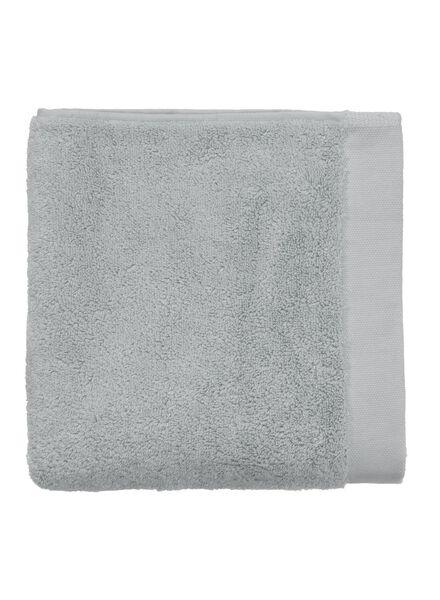 baddoek ultra soft 100 x 50 - licht grijs - 5240071 - HEMA
