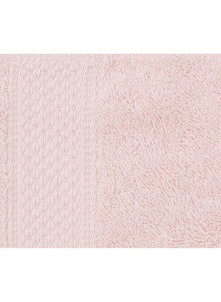 handdoek - 50 x 100 cm - zware kwaliteit - lichtroze uni - 5240012 - HEMA