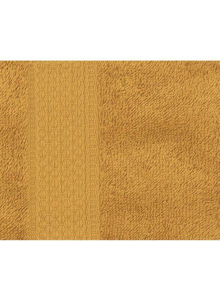 handdoek - 70 x 140 cm - zware kwaliteit - okergeel uni - 5220023 - HEMA