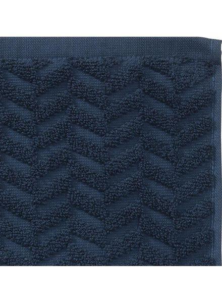 handdoek - 70 x 140 cm - zware kwaliteit - donkerblauw zigzag - 5240184 - HEMA