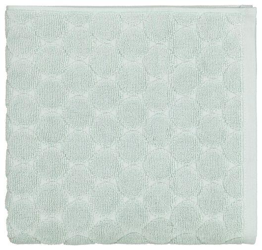 handdoek - 50 x 100 cm - zware kwaliteit - poedergroen gestipt - 5210085 - HEMA