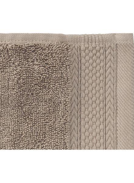 handdoek - 60 x 110 cm - hotel extra zwaar - taupe uni - 5240194 - HEMA