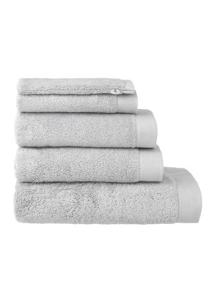 handdoek - 50 x 100 - hotel extra zacht - lichtgrijs lichtgrijs handdoek 50 x 100 - 5240071 - HEMA