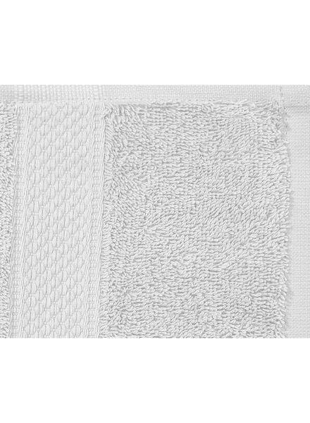 handdoek - 60 x 110 cm - zware kwaliteit - lichtgrijs uni lichtgrijs handdoek 60 x 110 - 5240204 - HEMA
